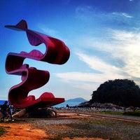 Foto tirada no(a) Praia do José Menino por Rodrigo C. em 2/19/2012