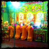 Photo taken at ศาลเจ้าพ่อเสือ แฮปปี้แลนด์ by Wirun P. on 1/31/2012