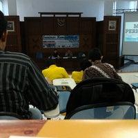 Photo taken at Ruang Auditorium Pascasarjana ITS by Ozzy Doni K. on 7/16/2012