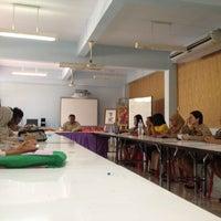 Photo taken at ห้องประชุม โรงเรียนบ้านโต by Dul®™ B. on 8/6/2012