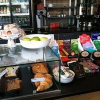 Foto tomada en The Coffee Studio por Bill D. el 4/22/2012