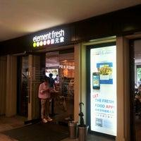 Photo taken at Element Fresh (新元素) by 승웅 이. on 9/9/2012