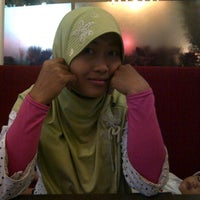 Photo taken at Pizza Hut by Yandra Sepviandra M. on 11/6/2011