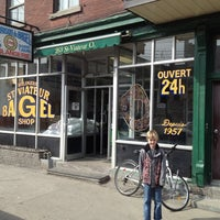 Photo taken at St-Viateur Bagel (La Maison du Bagel) by Stephe E. on 3/12/2012