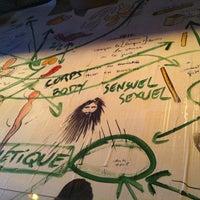 Photo prise au Delaville Café par Alina K. le1/15/2012