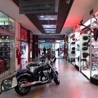 Foto tirada no(a) Shopping Moto & Aventura por San C. em 10/13/2011