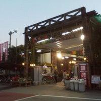 Photo taken at Handsman by Yoshiaki H. on 12/14/2011