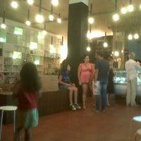 Foto scattata a Puro & Bio da Linda il 8/29/2012