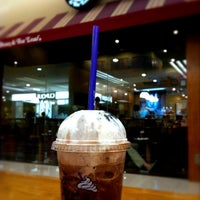 Photo taken at The Coffee Bean & Tea Leaf by Suzaidee M. on 6/26/2011