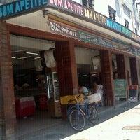 Photo taken at Bom Apetite Padaria e Confeitaria by Pedro F. on 12/24/2011