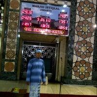 Photo taken at Masjid Al Ma'arif by habibi r. on 7/7/2012