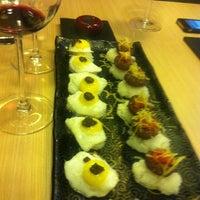 Foto tomada en 99 Sushi Bar por Pedro Luis R. el 5/17/2012