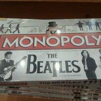 Foto tomada en Barnes & Noble por Sandy C. el 10/6/2011
