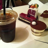Photo taken at A TWOSOME PLACE by Jelim L. on 10/28/2011