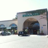 Foto tomada en Whole Foods Market por Ang M. el 6/15/2011