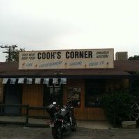 Foto tomada en Cook's Corner por Sherry G. el 4/24/2012