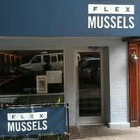 รูปภาพถ่ายที่ Flex Mussels โดย tomocross เมื่อ 8/13/2011