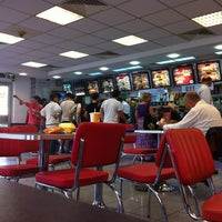 Photo taken at Burger King by Nes Q. on 5/30/2012
