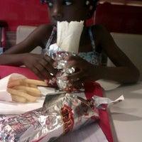Foto tomada en KFC por Anne-Marie W. el 6/28/2012