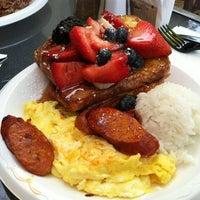 รูปภาพถ่ายที่ Leilani's Cafe โดย Hue L. เมื่อ 8/11/2012