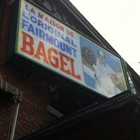 Foto tirada no(a) Fairmount Bagel por Eileen W. em 9/6/2012