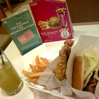 Photo taken at MOS Burger by Hendra L. on 12/27/2011