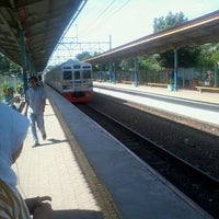 Photo taken at Stasiun Pondok Cina by Danang P. on 12/30/2011