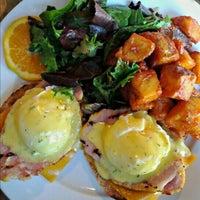 Das Foto wurde bei Insomnia Restaurant and Lounge von Jessica am 9/1/2012 aufgenommen
