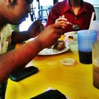 Foto tirada no(a) Matt Cafe por Wan Mohd Z. em 5/10/2012