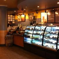 Das Foto wurde bei Starbucks von Ali S. am 8/22/2011 aufgenommen