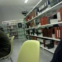 Foto tomada en Biblioteca ETSAB por Adriano O. el 12/5/2011