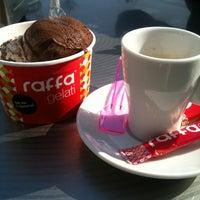 Foto tomada en Raffa Gelati por Laura B. el 3/17/2012