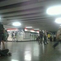 Foto tomada en Metro Santa Lucía por Pelao N. el 1/13/2012