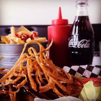 Foto scattata a Tizzy's NY Bar & Grill da Adalpina P. il 9/1/2012