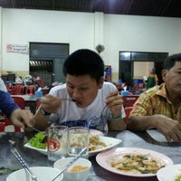 Photo taken at ร้านจ๊ะเอ๋ by Pamorn P. on 11/8/2011