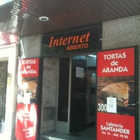 Photo taken at Cafetería Santander by El guru S. on 8/29/2011