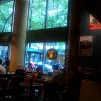 9/4/2012 tarihinde Taraziyaretçi tarafından Potbelly Sandwich Shop'de çekilen fotoğraf