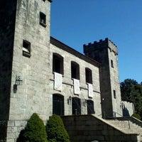 Photo taken at Castelo Chateau Lacave by Rodrigo O. on 9/10/2011