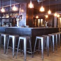 Foto tirada no(a) Cooperage Wine & Whiskey Bar por Kevin C. em 6/5/2012