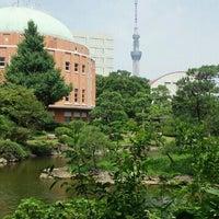 Photo taken at Kyu-Yasuda Garden by とら 伊. on 7/29/2012