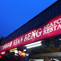 Photo taken at Kian Seng Seafood Restaurant 建成海鲜馆 by Chua K. on 1/11/2011