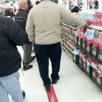 Das Foto wurde bei Walmart von Yesha C. am 12/9/2011 aufgenommen