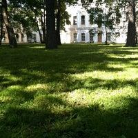 Снимок сделан в Сад Фонтанного дома пользователем Mariia A. 6/6/2012