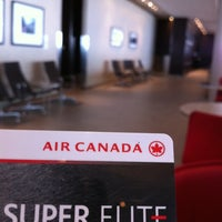 Photo taken at Maple Leaf Lounge (Domestic) by Robert T. on 4/22/2012