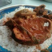 Photo taken at Restoran Ibrahim Maju by Zaiham Ibrahim Y. on 7/5/2011