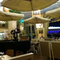 Photo taken at Crumbs Elysee by Mohameed A. on 11/2/2011