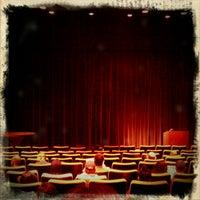 Photo prise au Gene Siskel Film Center par Louisa B. le11/13/2011