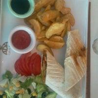 7/20/2012 tarihinde Emre S.ziyaretçi tarafından Ada Cafe Family Mall'de çekilen fotoğraf