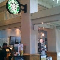 Foto tirada no(a) Starbucks por Ye Z. em 7/5/2012
