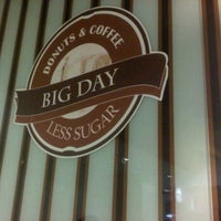 Photo taken at @BIG APPLE (donut's & coffe) by rubayyi a. on 3/26/2012